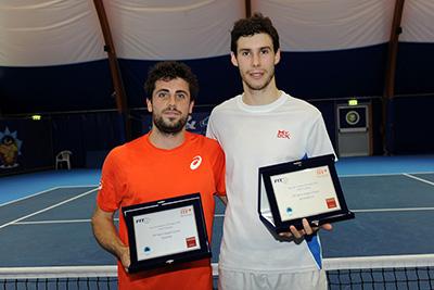 La premiazione del Credem Futures, da sinistra: il vincitore Alessandro Bega e il finalista Remi Boutillier, battuto per 6-4 1-6 6-4